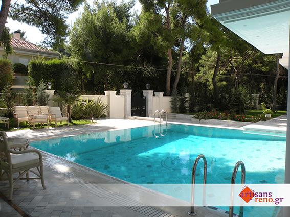 Aménagement d'un espace extérieur avec piscine et abords