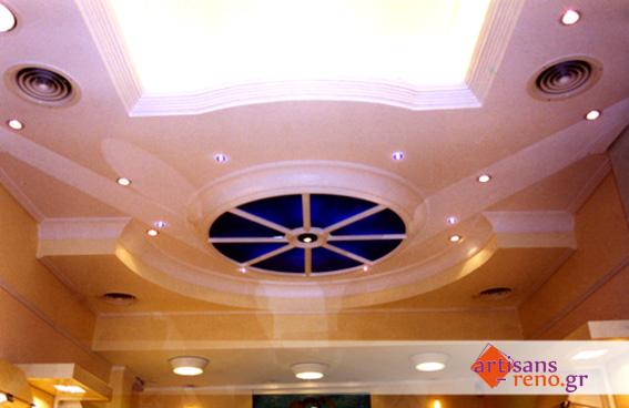 Constructions particulières en staff dans faux- plafond  avec éclairage caché en corniche