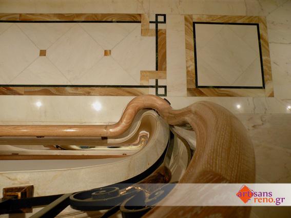 Construction spéciale d'une rampe d'escalier en chêne  vernis
