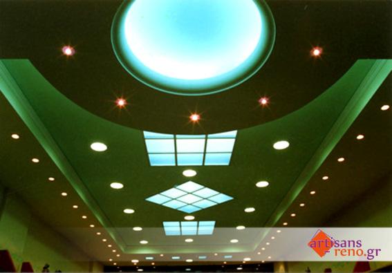 Faux- plafond en staff avec éclairage caché en corniche  et sky-light