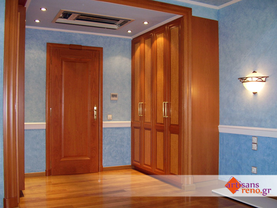 Placard et porte de chambre à coucher en hêtre et placage de ronse vernis